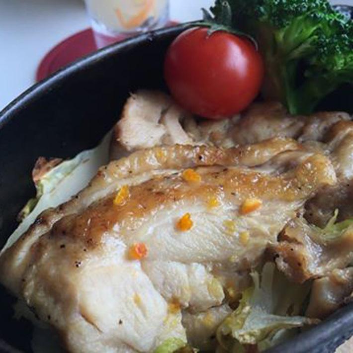 松山鶏と今治産季節野菜のダッチオーブン焼き~塩みかんのソースで~ 完熟みかん